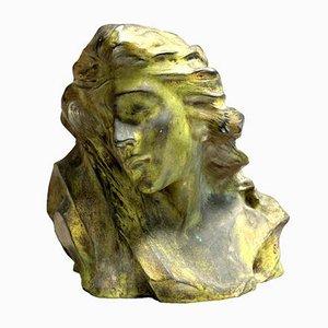 Enzo Sighieri, mujer pensativa, 1868, prueba de bronce patinado en verde