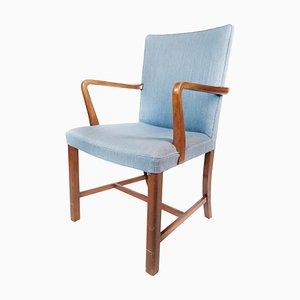 Armlehnstuhl aus Mahagoni & hellblauem Stoff von Fritz Hansen