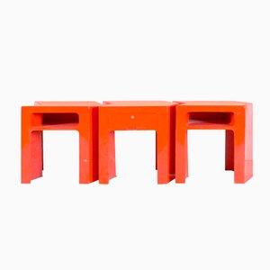 Mesas francesas en rojo de fibra de vidrio, años 70. Juego de 3