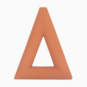 Vase Triangle en Terracotta Mat par Valeria Vasi