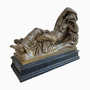 Toskanische Bronze Skulptur im neoklassizistischen Stil von Relaxed Woman, Italien