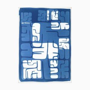 Maya Labyrinth, Cut Cyanotypie Druck in Tiefblau und Weiß, im Stil von Old Badges, 2021