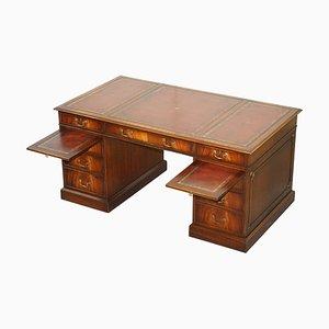Großer Partner-Schreibtisch aus Hartholz & Rindsleder mit zwei Butlers Serviertabletts