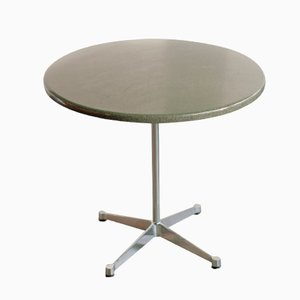 Kleiner Tisch mit Verchromten Gestell von Charles & Ray Eames für Vitra