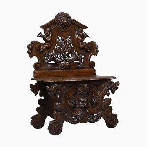 Panca da ingresso antica rinascimentale in legno di noce intagliato con putti