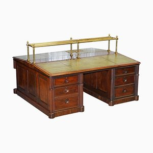 Viktorianischer Doppelseitiger Honduras Schreibtisch aus Hartholz, Messing & Grünem Leder