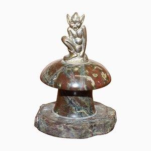 Kleine Marmorstatue mit Bronze Elf auf einem polierten Felsen