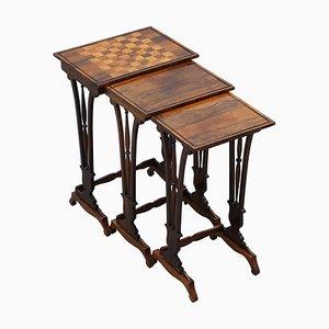 Tavolini a incastro Regency in legno massiccio con ripiano a scacchiera, set di 3