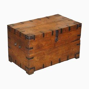 Antiker Reisekoffer aus Eiche & verzinktem Eisen