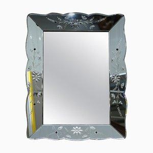 Französischer abgeschrägter & gravierter venezianischer Art Deco Spiegel, 1930er