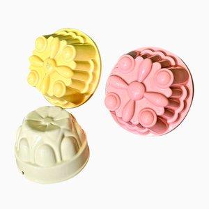 Antike niederländische farbige Keramikpuddingformen, 3er Set