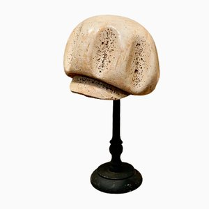 Antiker französischer polychromer Hutmacher auf Ständer