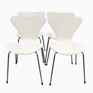 Series 7 Stacking White Chairs by Arne Jacobsen for Fritz Hansen, 1973, Set of 4