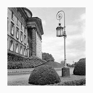 Vor der Wilhelmshoehe Schloss in Kassel, Deutschland, 1937