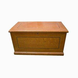 Antike Kiste aus Kiefernholz