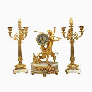 Pendeluhr mit Empire Kronleuchter aus vergoldeter Bronze und Onyx, 19. Jh., 3er Set