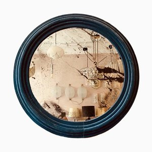 Großer runder Wandspiegel mit hellblauem Samtrahmen
