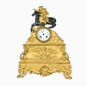 Uhr aus vergoldeter Bronze mit Darstellung des Napoleon, der die Alpen überquert, 19. Jh