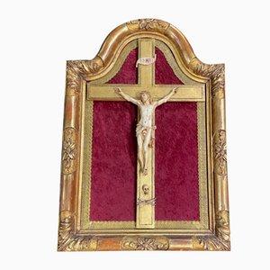 Christusstatue in einem goldenen Rahmen