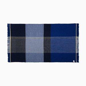Blue Plaid Ruana von Sebastian Herkner