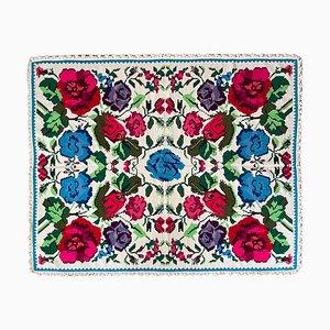 Handgefertigter rumänischer Teppich in Pastell & Weiß mit Blumenmuster