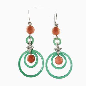 Ohrringe aus grünem Achat, roten Korallen, Diamanten und 14 Karat Weißgold, 2er Set