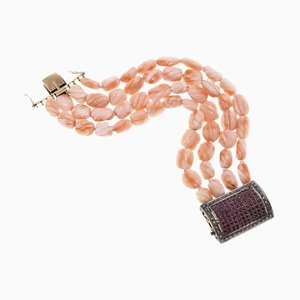Braccialetto in corallo con rubino, diamanti e chiusura in argento e oro, anni '60