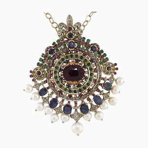 Collier à pendentif diamant, perle, saphir, rubis et émeraude en or rose