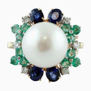 Handgefertigter Cluster Ring mit Weißen Diamanten, Blauem Saphir, Smaragden, Weißen Perlen und 14 Karat Roségold