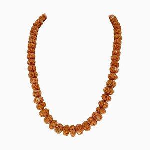 Gravierte Halskette aus orangefarbenen Korallenperlen mit Verschluss aus 18 Karat Gelbgold