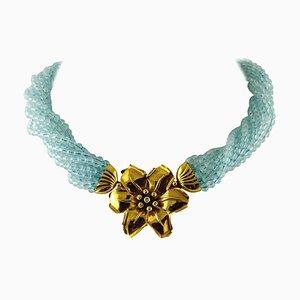 Aquamarinfarbener Torchon mit 18 Karat Gelbgold und Diamantblumenverschluss