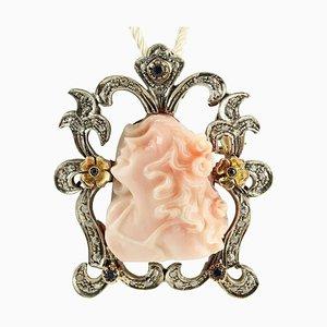 14K Roségold und Silber Anhänger oder Brosche mit Gravur auf Rosa Koralle, Diamanten & Saphiren
