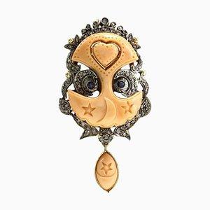 Silber und Roségold Anhänger mit Graviertem Gesicht auf Orangen Korallen, Saphiren und Diamanten