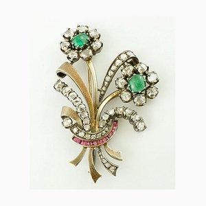 Diamanten, Smaragde, Rubine und 18 Karat Gold und Silber Brosche