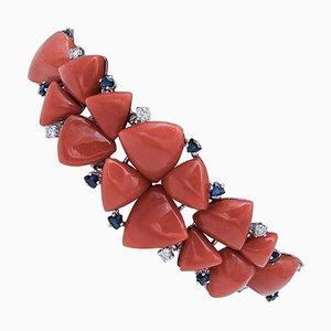 Armband aus Diamanten, Blauen Saphiren, Koralle und 14 Karat Weißgold