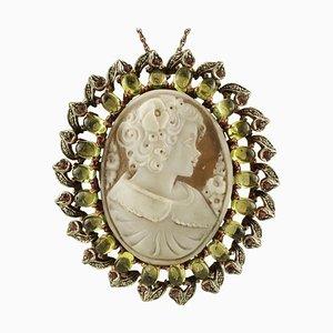 Broche ou pendentif camée péridot, diamant, rubis, or rose 9 carats et argent