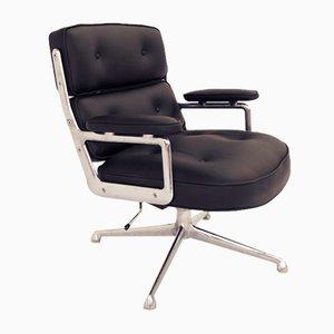Sedia girevole ES 104 in pelle nera di Charles & Ray Eames per Herman Miller, anni '60