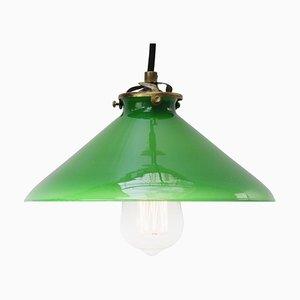 Französische Hängelampe mit Schirm aus grünem Opalglas