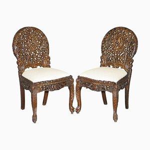 Burmesische handgeschnitzte Hartholz Stühle mit floralen Details, 2er Set