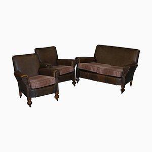Edwardianisches dreiteiliges Ledersofa aus Nussholz mit Armlehnstühlen, 3er Set