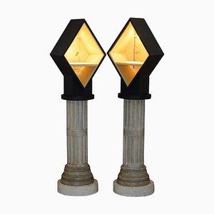 Hohe Vitrinen auf korinthischen Säulen mit integrierten Leuchten, 2er Set
