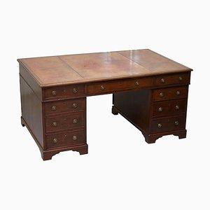 Doppelseitiger George III Partner-Schreibtisch aus Nussholz mit Löwenkopfgriffen, 1780er