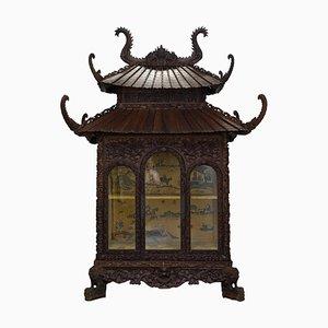 Antiker handgeschnitzter Pagoda Schrank mit Inneneinrichtung aus Seide