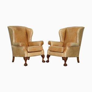 Viktorianische Armlehnstühle aus Nussholz & Braunem Leder mit Klauenfüßen, 2er Set