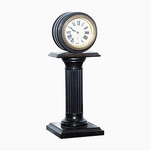 Horloge de Cheminée 19ème Siècle avec Socle Colonne et Cadran en Porcelaine Peinte à la Main