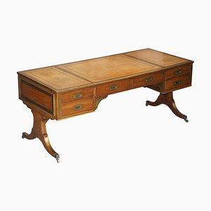 Scrivania grande antica in legno, pelle marrone e ottone, inizio XX secolo