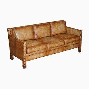 Handgefärbtes edwardianisches 3-Sitzer Sofa aus braunem Leder mit Nieten