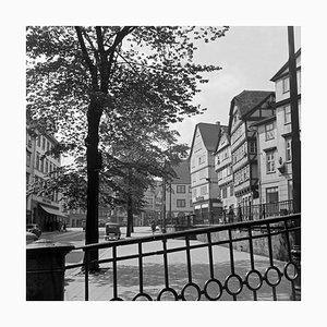 Gezimmerte Häuser in der Innenstadt von Kassel, Deutschland 1937, 2021