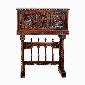 Bargueño Renaissance Schreibtisch aus spanischem Nussholz mit Stegfuß