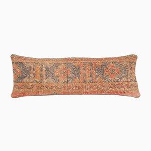 Vintage Oushak Kissenbezug aus verblasstem Wollteppich